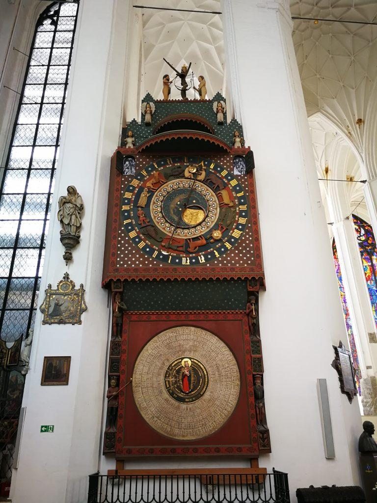 Bazylika-Mariacka-w-Gdańsku-zegar-astronomiczny