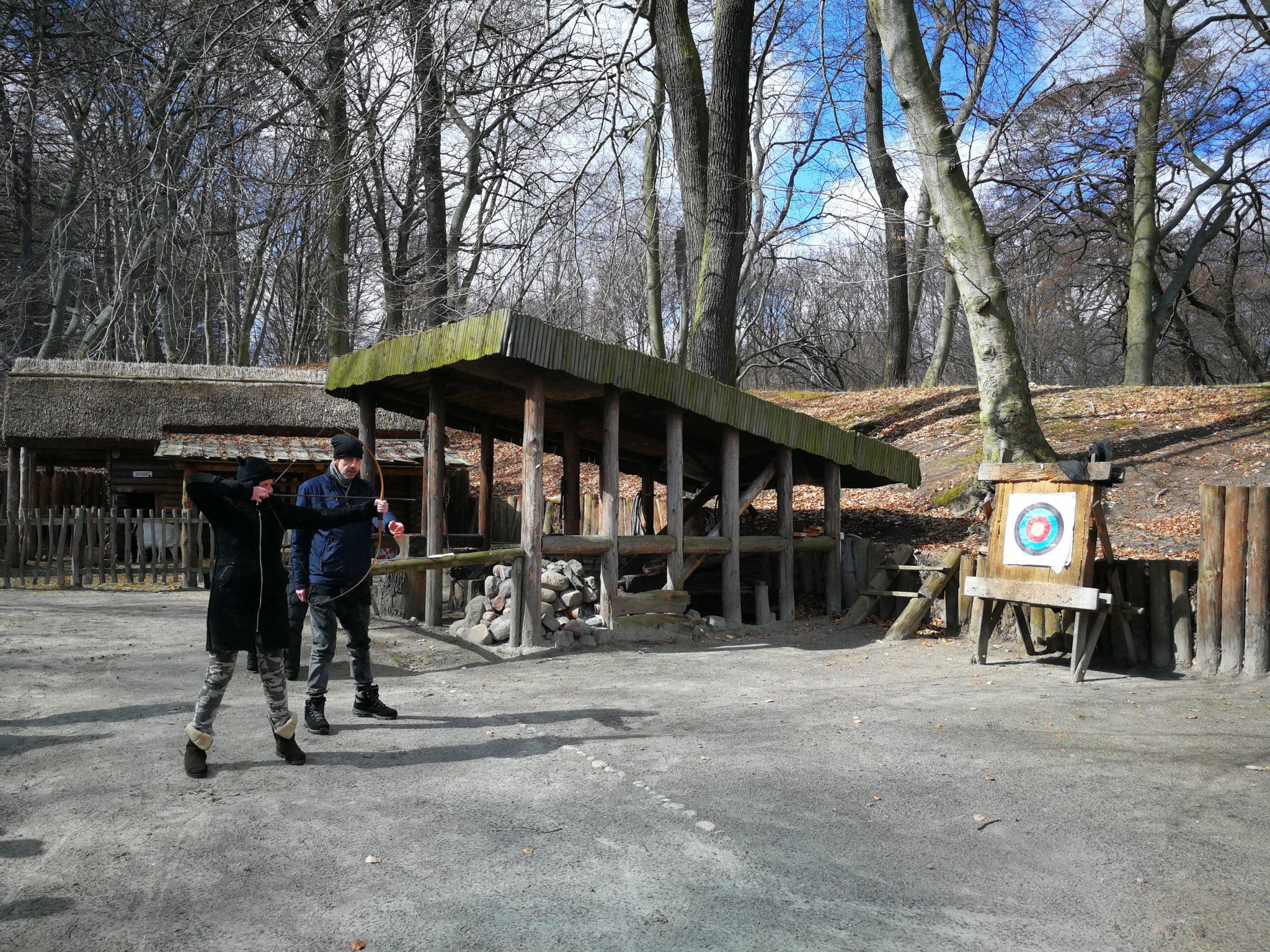 Grodzisko-w-Sopocie-strzelanie-z-łuku-Foto-www.tourguideservicegdansk.pl