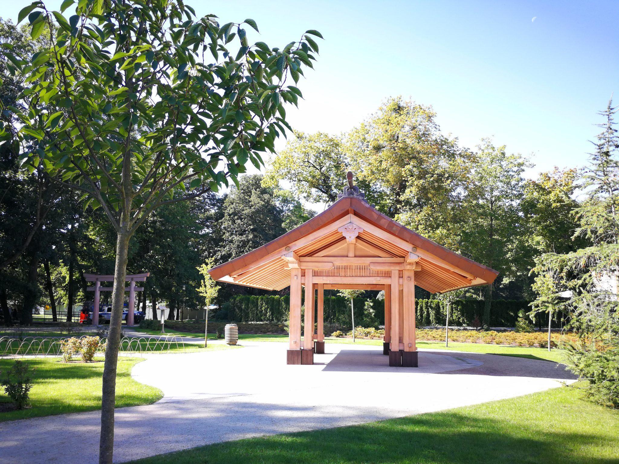Pawilon-w-Ogrodzie-Japońskim-Park-Oliwski-w-Gdańsku-autor-Ania-Anna-Kotula-z-Tour-Guide-Service-Gdańsk