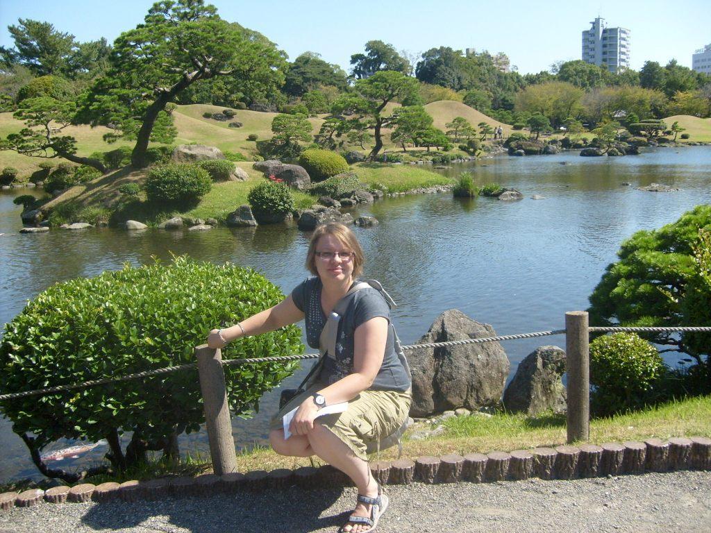 Przykład japońskiego ogrodu rotacyjnego (Kaiyū-shiki-teien); Ogród Suizenji, Kumamoto, Japania, na zdjęciu Ania Anna Kotula z Tour Guide Service Gdańsk