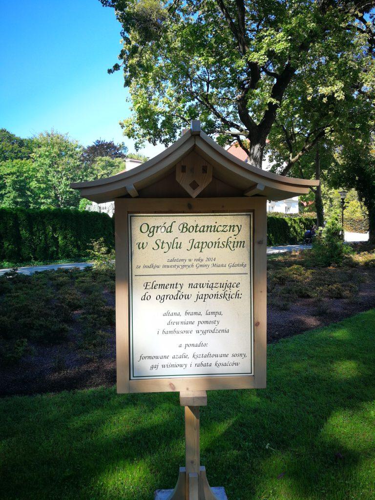 Tablica-informacyjna-w-Ogrodzie-Japońskim-w-Parku-Oliwskim-autor-Ania-Anna-Kotula-z-Tour-Guide-Service-Gdańsk
