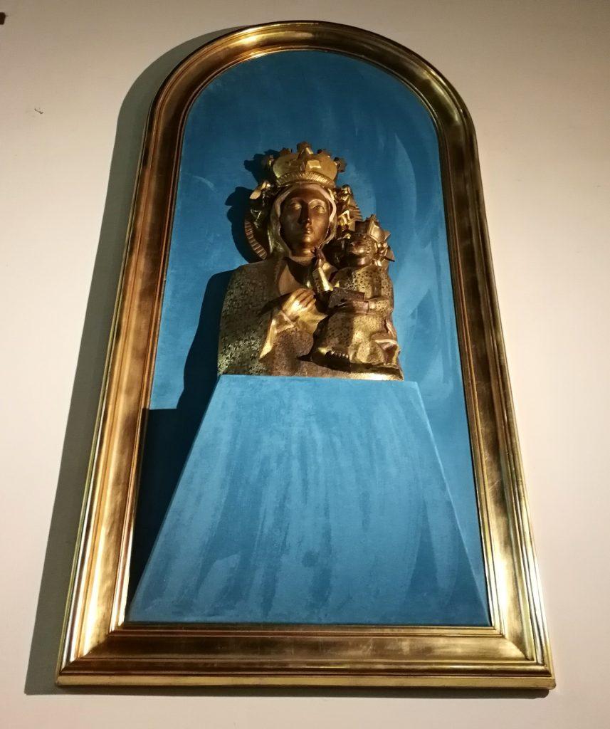 Płaskorzeźba-Matki-Boskiej-Częstochowskiej-z-kościoła-św.-Jerzego-w-Sopocie