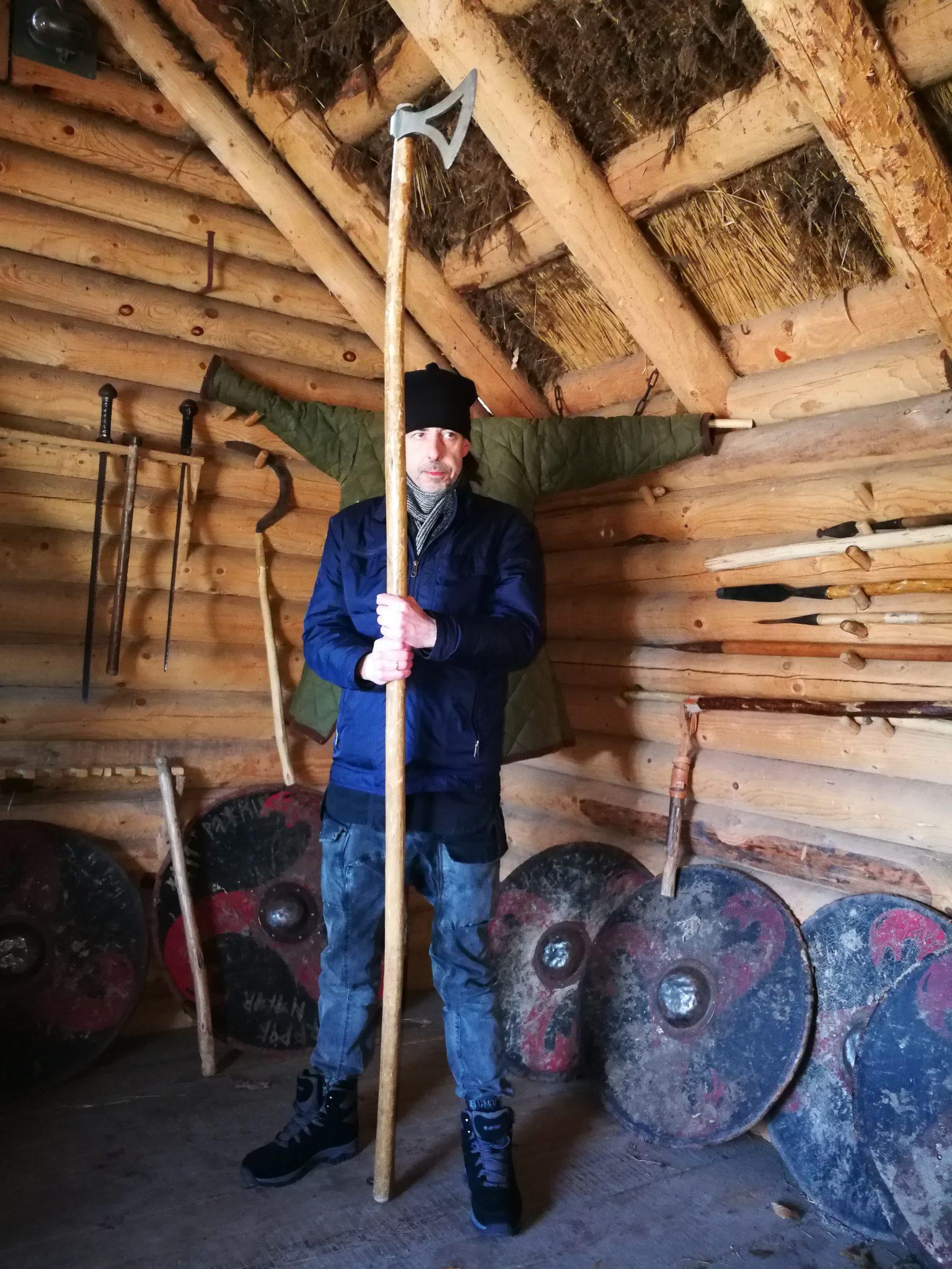 Grodzisko-w-Sopocie-pokaz-broni-wczesnośredniowiecznej-Foto-www.tourguideservicegdansk.pl